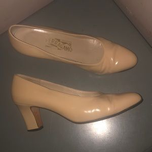 Salvatore Ferragamo nude tan heels pumps leather